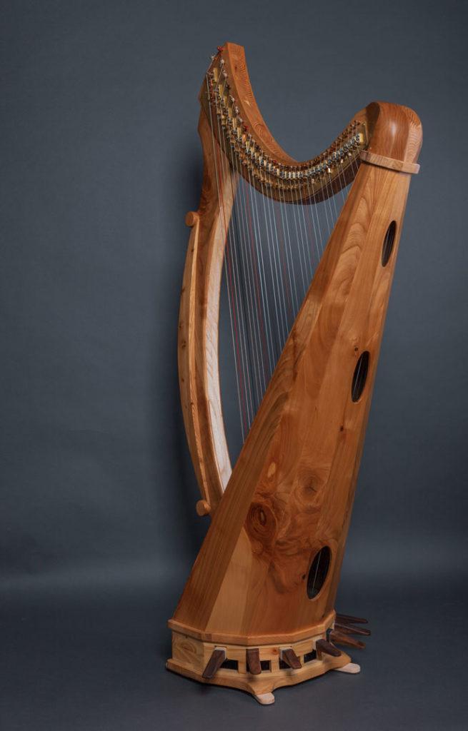 Keltische Pedalharfe von hinten